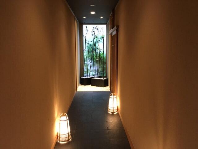 扉をくぐるとそこは京都でした