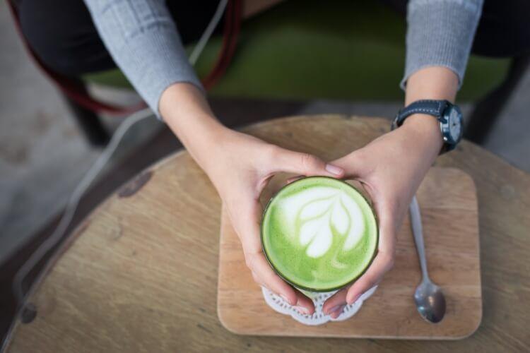 お茶は時間帯やタイミングで飲む種類を選ぶと効果的!それぞれ飲みたい緑茶を紹介!