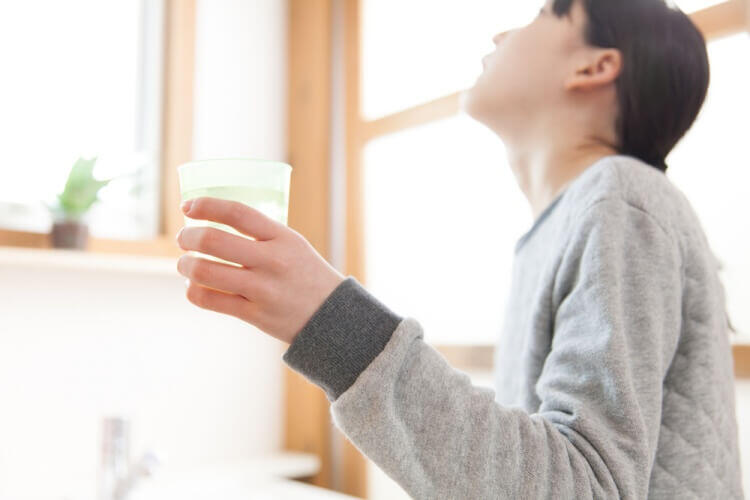 緑茶うがいの期待作用がすごい!インフルエンザ撃退や虫歯・口臭などの予防をサポート!